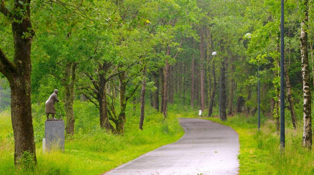 Danmark som omfatter udendørs kunst, skovområder og en park