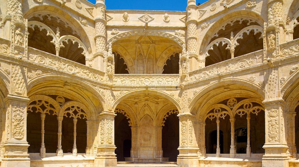 Hieronymoksen luostari joka esittää kirkko tai katedraali ja vanha arkkitehtuuri