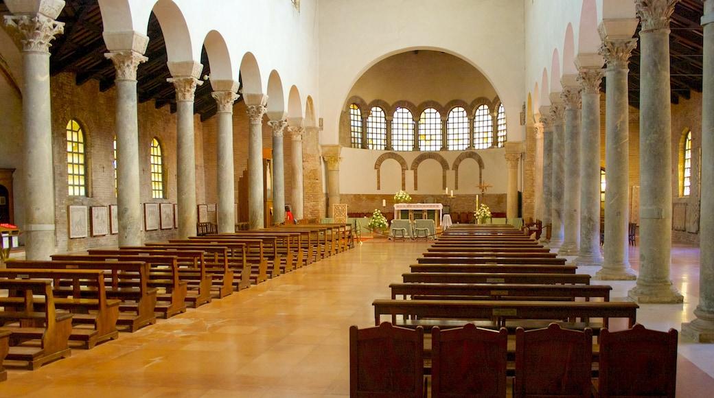 Ravenna mostrando vista interna, chiesa o cattedrale e architettura d\'epoca