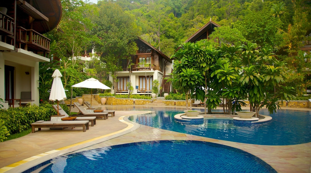 Ao Phra Nang Beach which includes a luxury hotel or resort and a pool