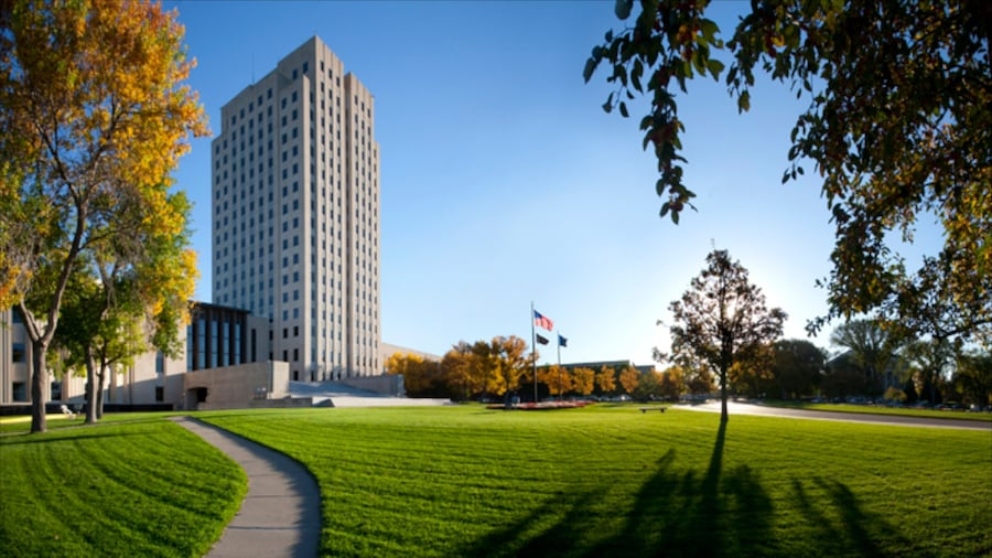 Bismarck showing modern architecture, a high rise building and a park