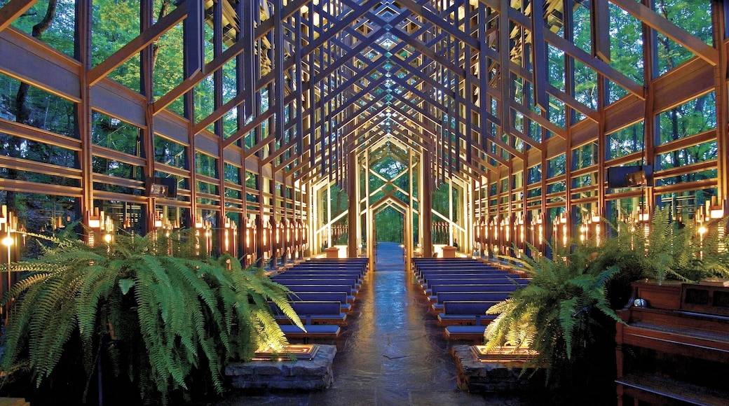 Eureka Springs showing modern architecture, interior views and a church or cathedral