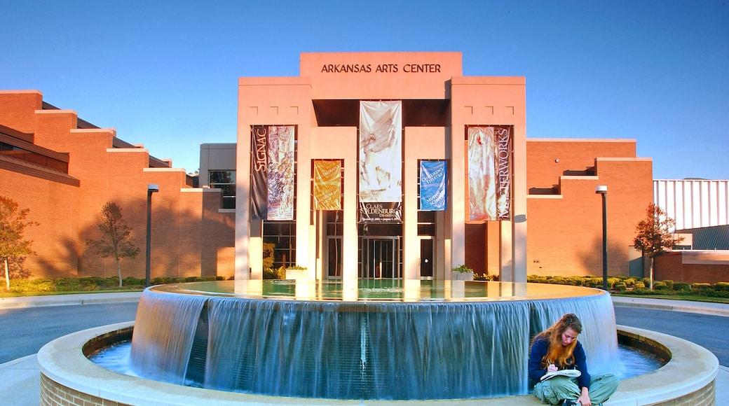 Little Rock che include fontana e architettura moderna cosi come ragazza
