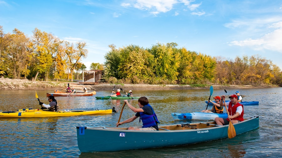 Fargo joka esittää kajakkimelonta tai melonta ja joki tai puro