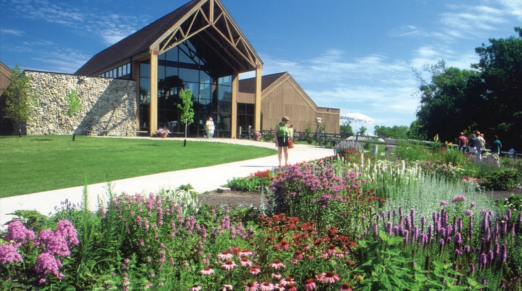 Sioux Falls featuring heritage architecture and flowers