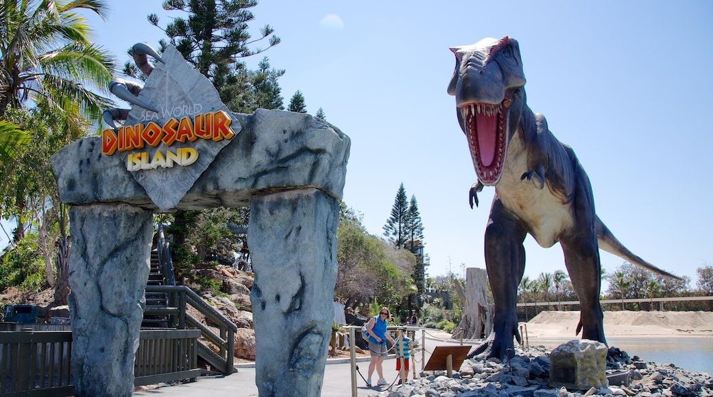 Sea World featuring rides, marine life and a statue or sculpture