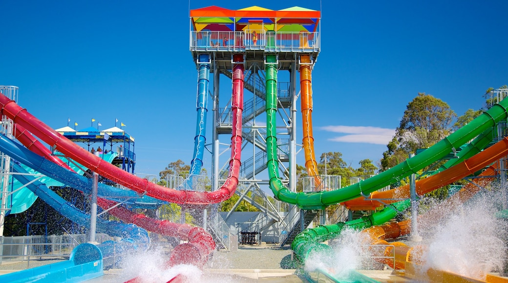 Wet\'n\'Wild Water World which includes a water park