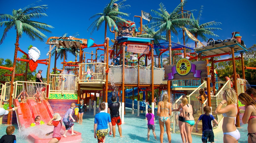 Wet\'n\'Wild Water World which includes a water park as well as a large group of people