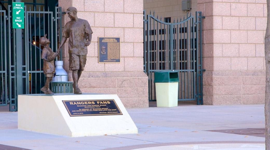 Arlington showing a statue or sculpture