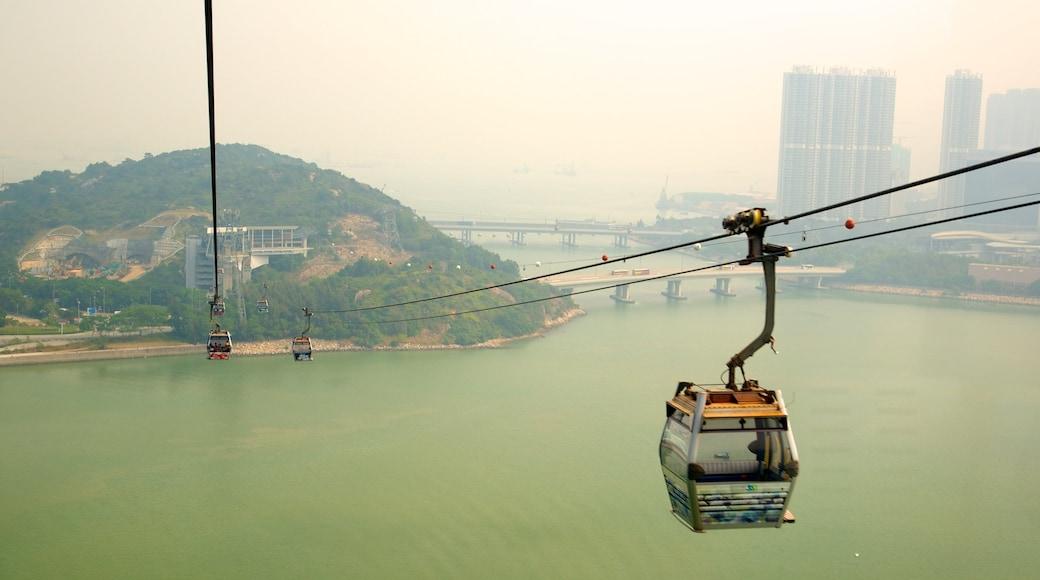 昂坪 360 呈现出 纜車 和 河流或小溪