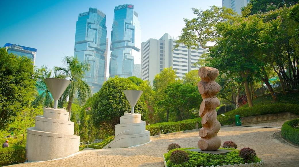香港公園 呈现出 高樓大廈, 花園 和 戶外藝術