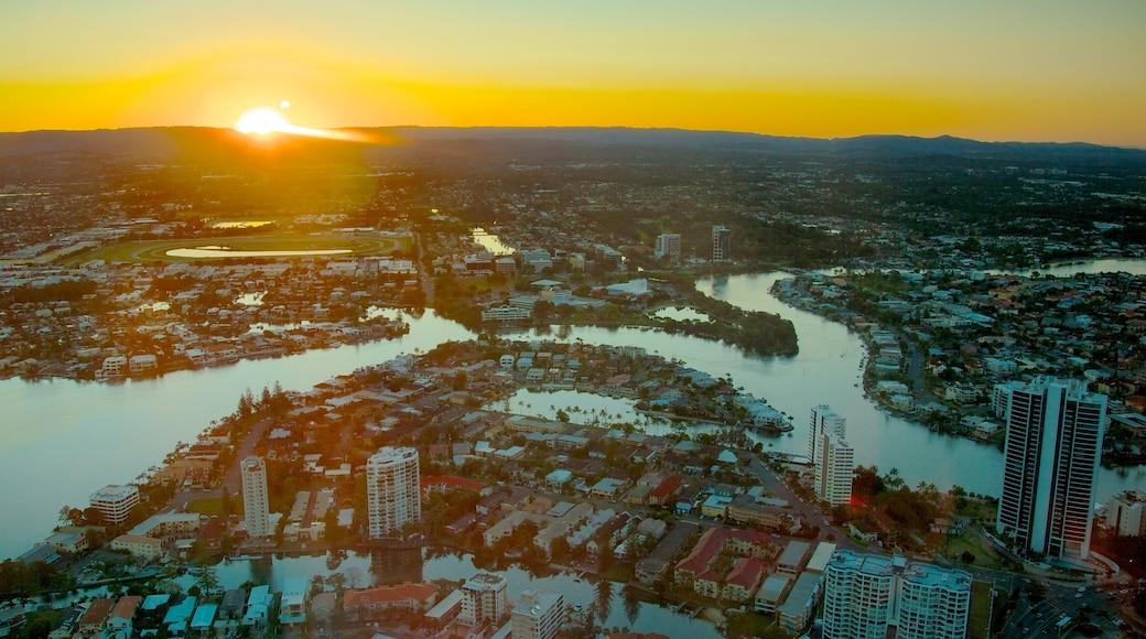 SkyPoint 觀景台 设有 城市, 夕陽 和 高樓大廈
