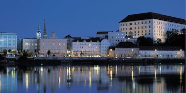 Linz which includes a city, night scenes and a bay or harbor