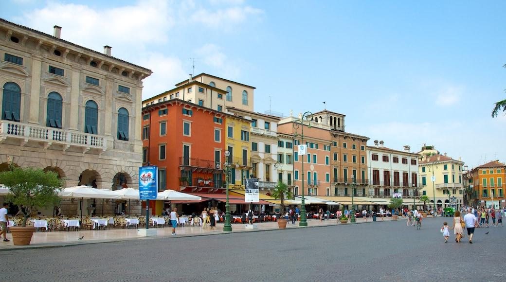 Piazza Bra welches beinhaltet Platz oder Plaza und Geschichtliches