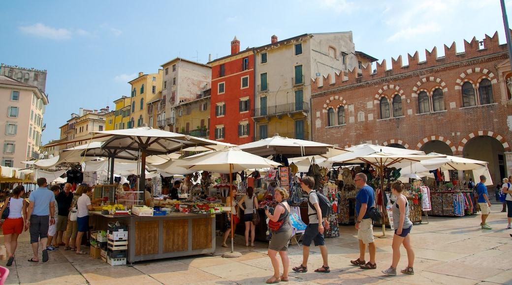 Piazza delle Erbe mit einem Straßenszenen, Stadt und Café-Szenerien