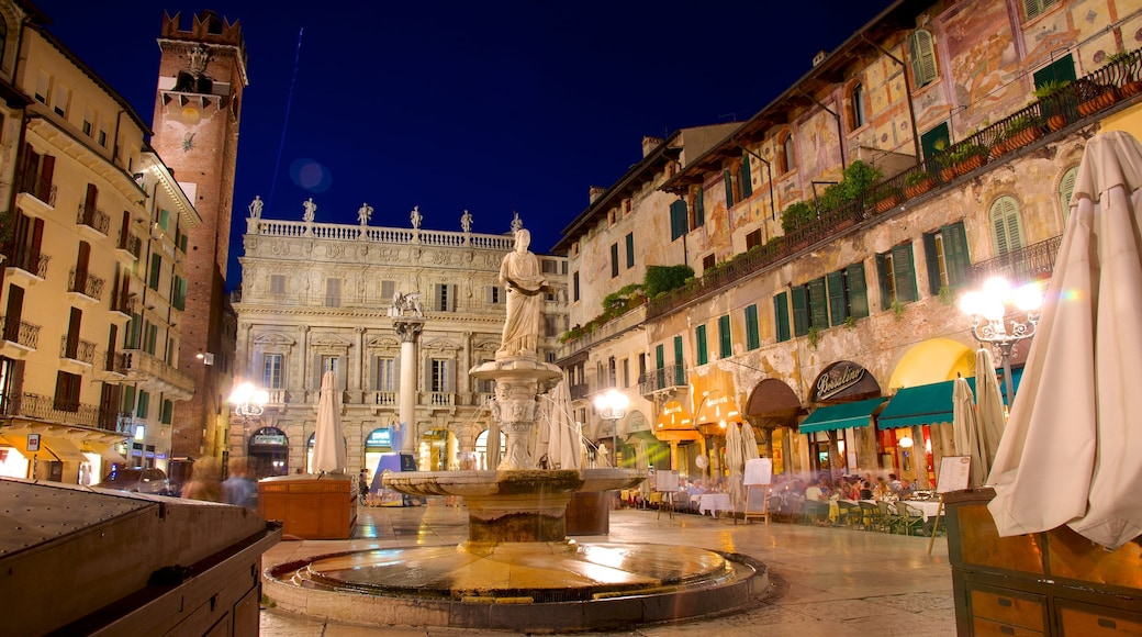 Piazza delle Erbe welches beinhaltet historische Architektur, Statue oder Skulptur und Outdoor-Kunst