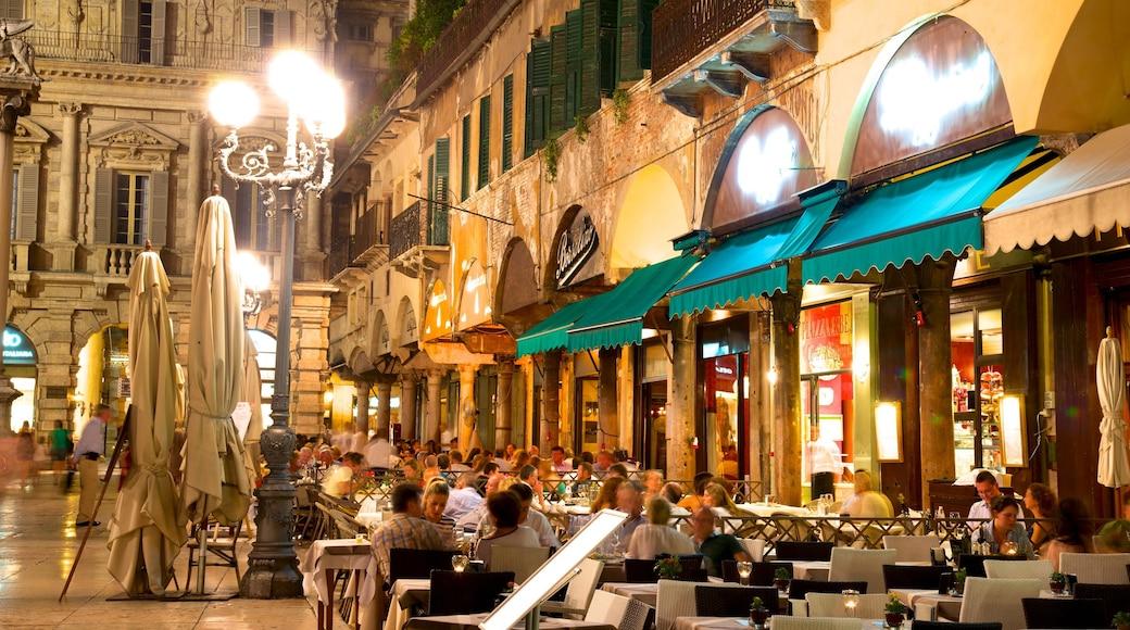 Piazza delle Erbe welches beinhaltet bei Nacht, Platz oder Plaza und Restaurants und Lokale