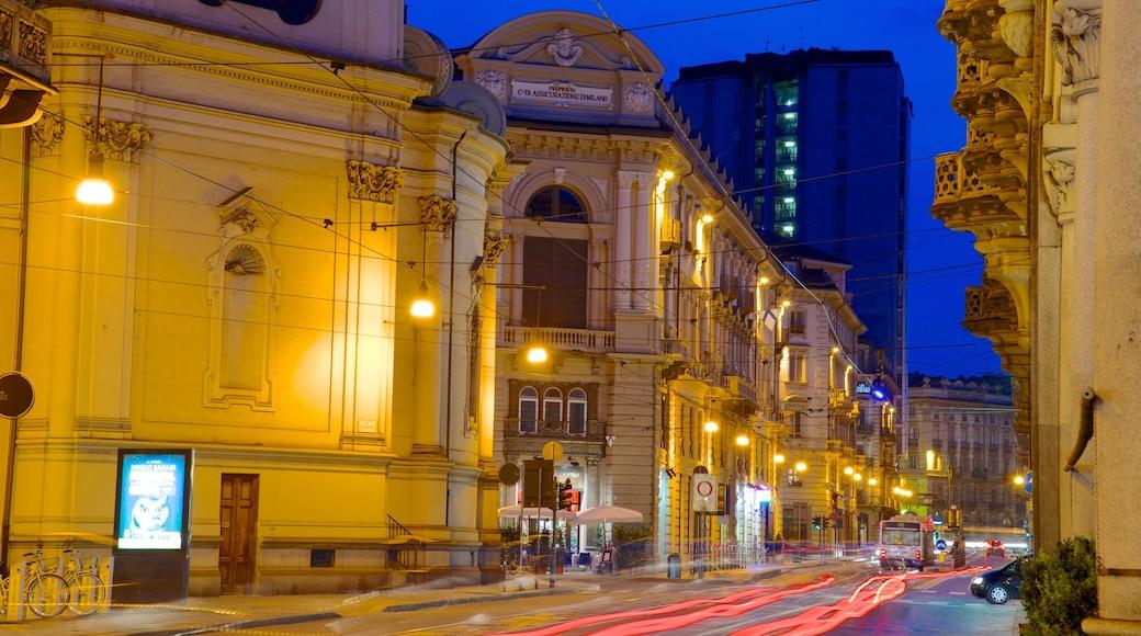 Torino mostrando città, strade e paesaggio notturno