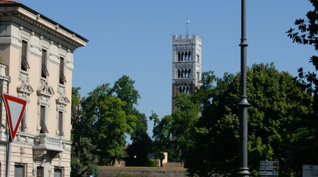 Viareggio montrant château ou palais, ville et patrimoine architectural