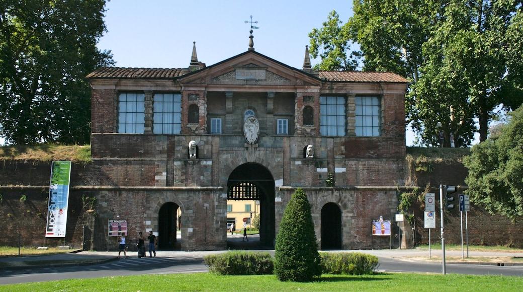 Viareggio montrant jardin et patrimoine architectural