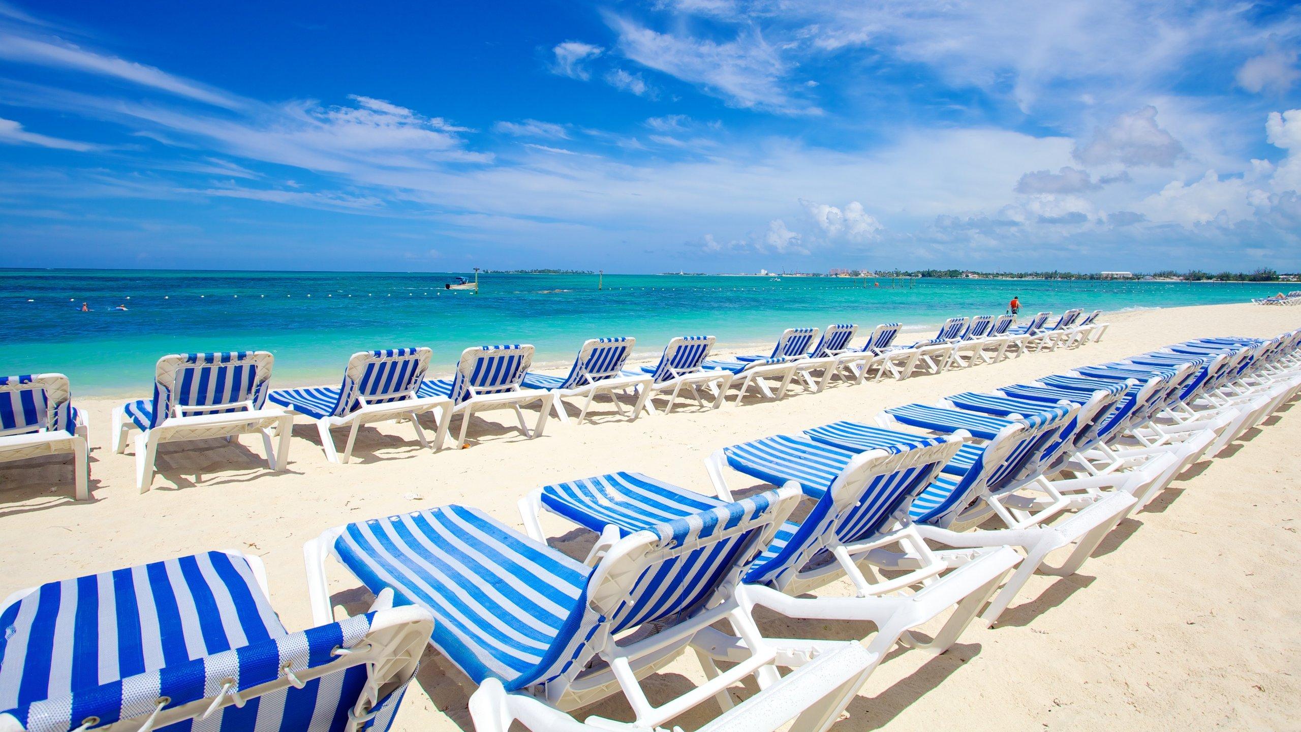 Schneeweißer Sand, kristallklares Wasser und eine lebhafte Strandpromenade machen Cable Beach zum Lieblingsstrand der bevölkerungsreichsten Insel der Bahamas.