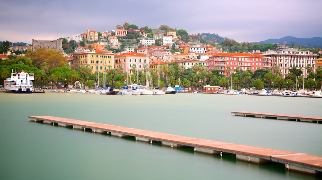 La Spezia inclusief een kuststadje en een jachthaven