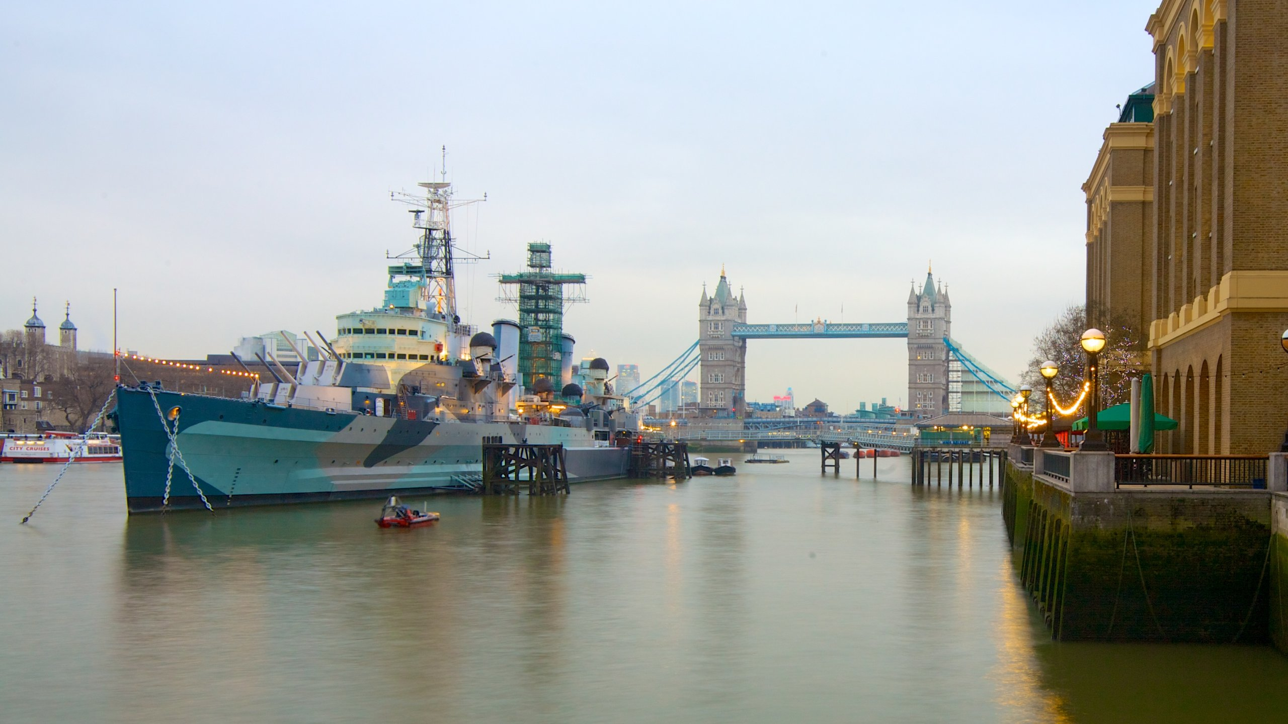 Sail on the water or walk along the riverbank to admire the scenery and take a trip through time on London's great river.