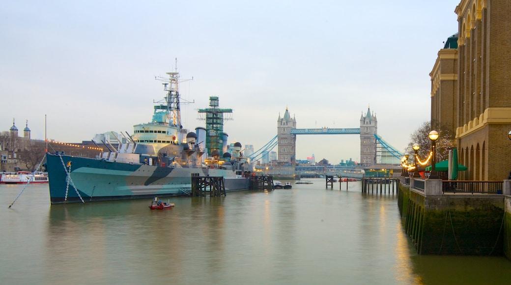 ลอนดอน ซึ่งรวมถึง การพายเรือ, แม่น้ำหรือลำธาร และ วิวเมือง