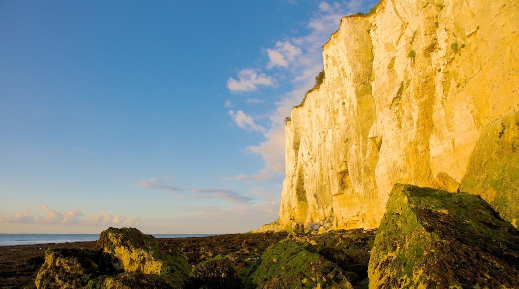 Dover das einen Berge, Sonnenuntergang und schroffe Küste
