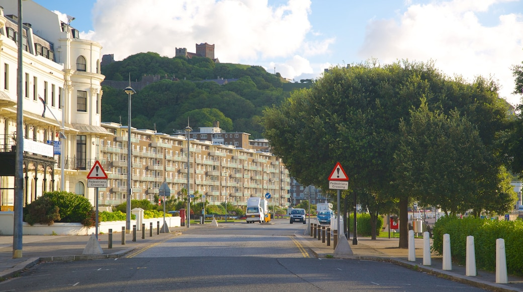 Dover Beach showing heritage architecture, a city and street scenes