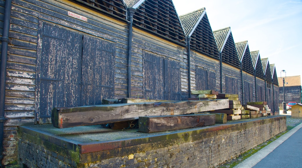 Museo marítimo Historic Dockyard Chatham mostrando patrimonio de arquitectura