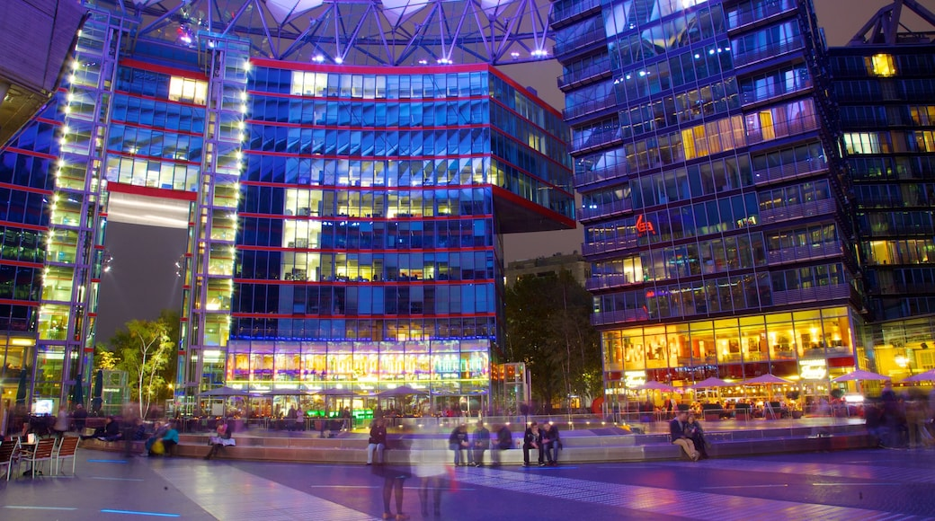 Potsdamer Platz showing skyline, modern architecture and a square or plaza