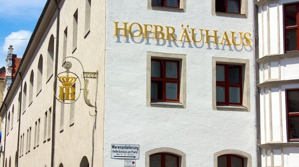 Hofbräuhaus welches beinhaltet Beschilderung, Stadt und historische Architektur