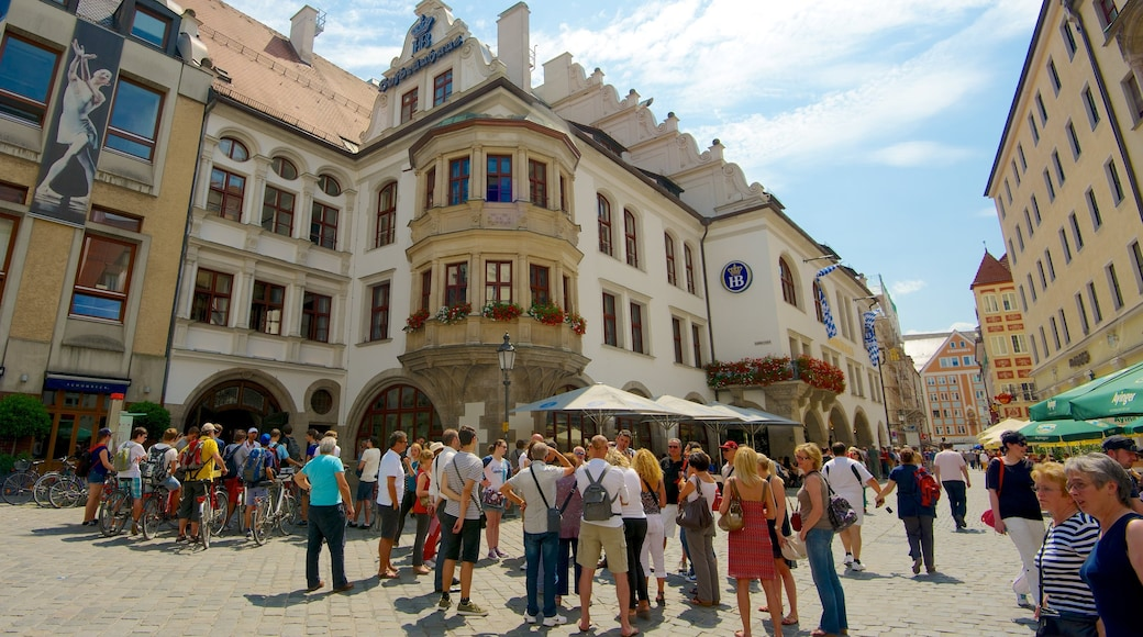 Hofbrauhaus which includes street scenes, a city and heritage architecture