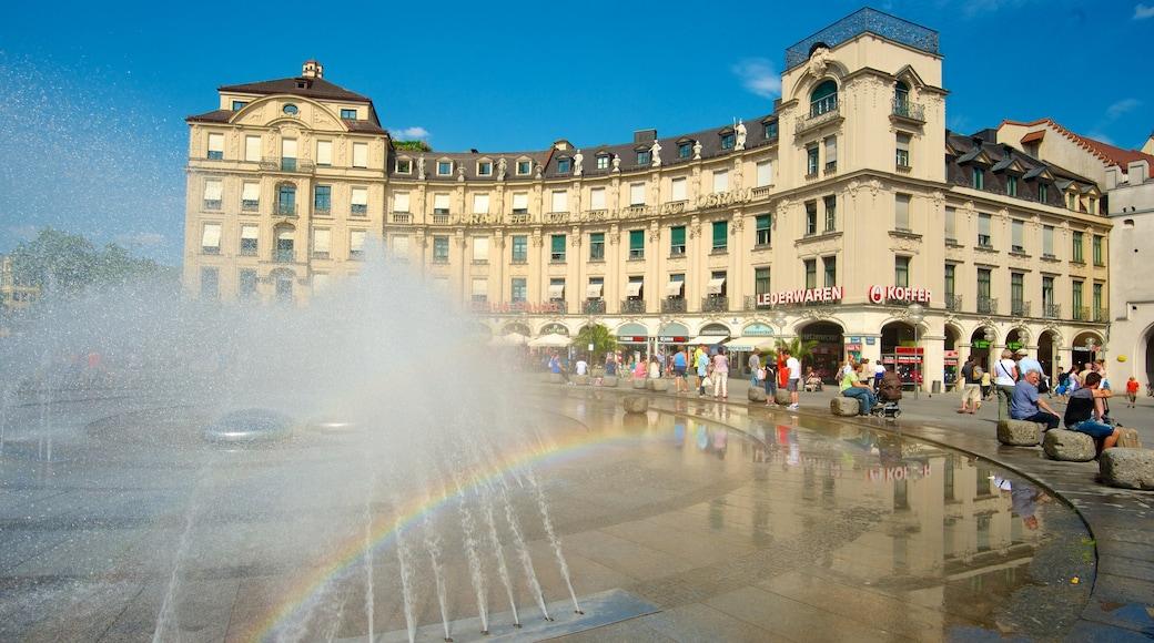 Karlsplatz/Stachus mit einem Springbrunnen, Platz oder Plaza und Stadt