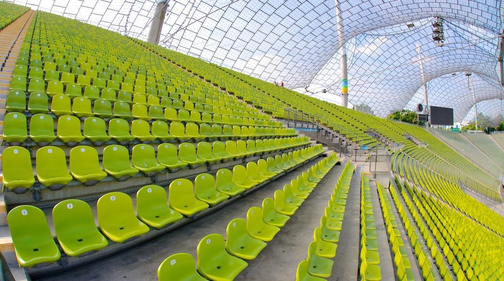 Olympiastadion mit einem moderne Architektur und Innenansichten