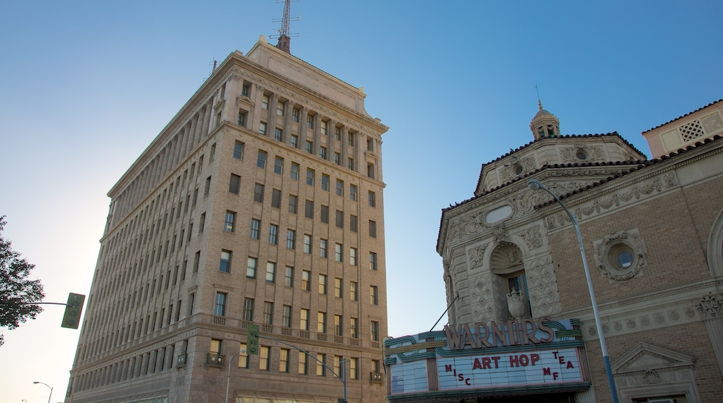 Fresno que inclui paisagens da cidade e arquitetura de patrimônio