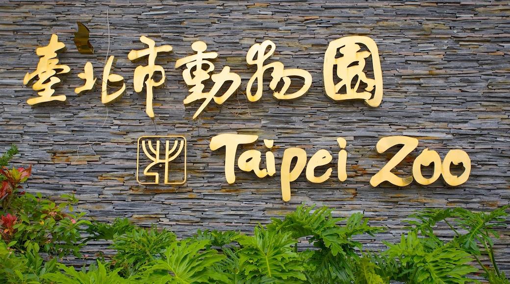 台北市立動物園 呈现出 指示牌 和 動物園裡的動物