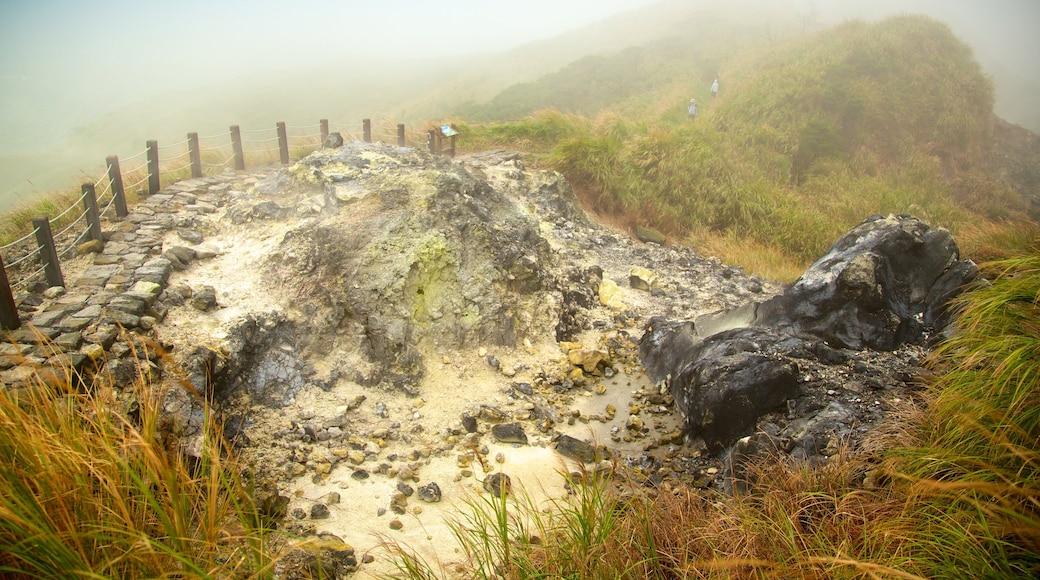 Yangmingshan Nationalpark das einen Landschaften, Berge und Herbstblätter