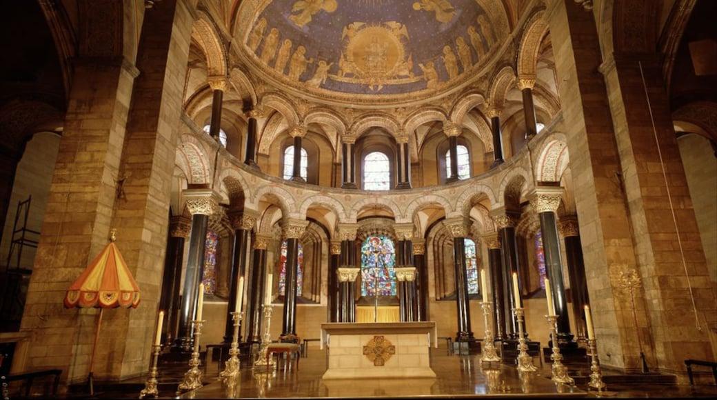 Onze-Lieve-Vrouwebasiliek mit einem religiöse Aspekte, Kirche oder Kathedrale und Innenansichten
