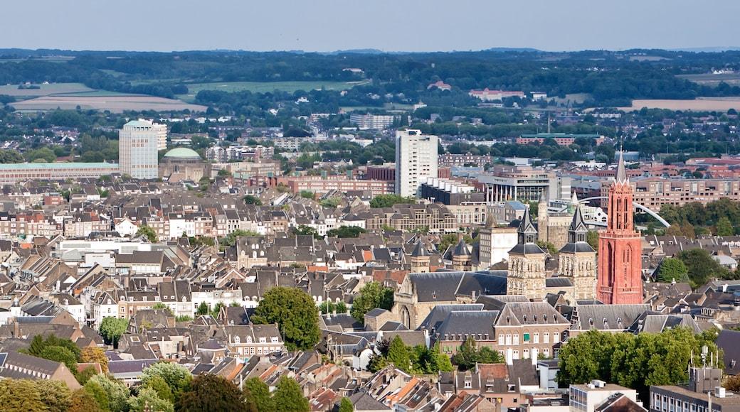Maastricht som inkluderer historisk arkitektur og by