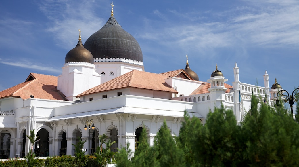 Penang featuring heritage architecture and a mosque