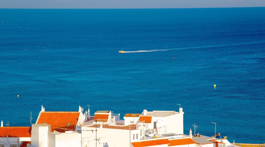 Albufeira mostrando una localidad costera y vistas de una costa