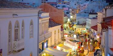Albufeira montrant scènes de rue, ville côtière et vie nocturne