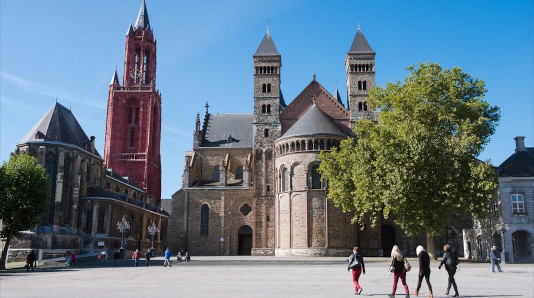 Basilica di San Servazio che include elementi religiosi, città e chiesa o cattedrale