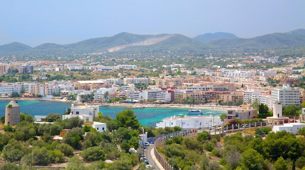 Ibiza welches beinhaltet Straßenszenen, Inselbilder und Bucht oder Hafen