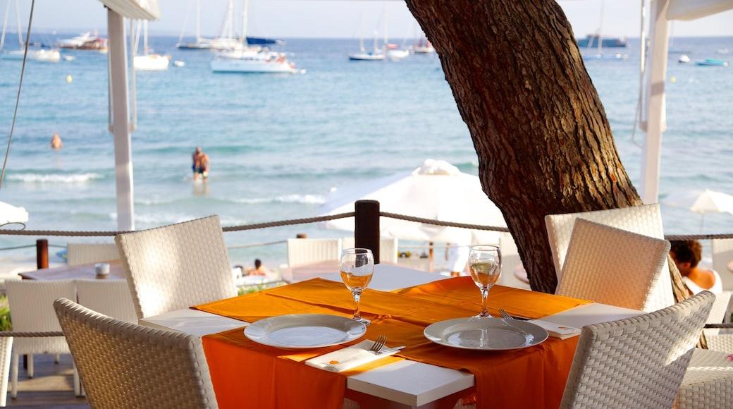 Spiaggia di Las Salinas mostrando mangiare all\'aperto, hotel di lusso o resort e vista della costa