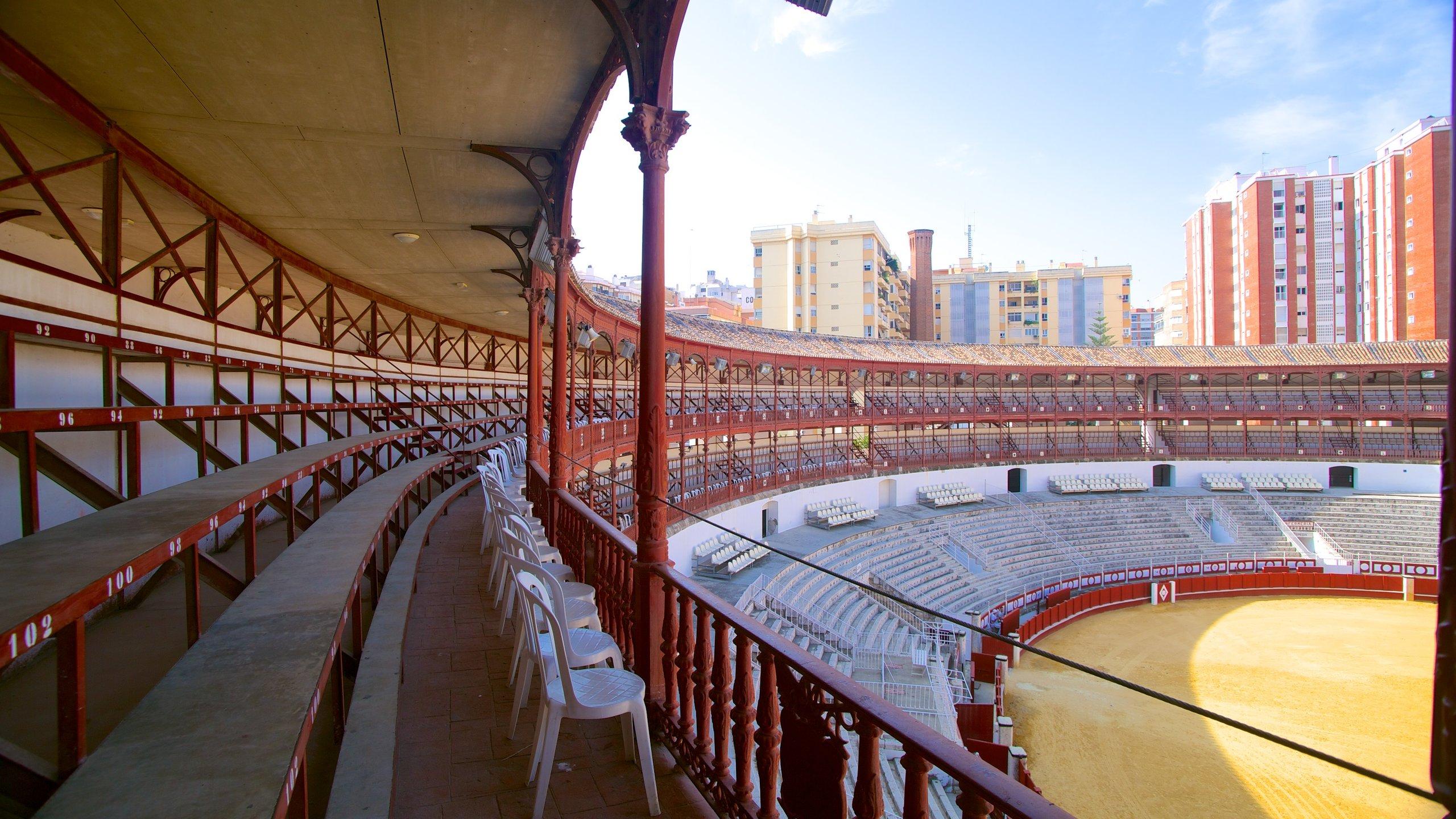 """Construída em 1874, esta tradicional arena de touros é usada ainda hoje. O museu no local presta homenagem a um famoso """"matador""""."""