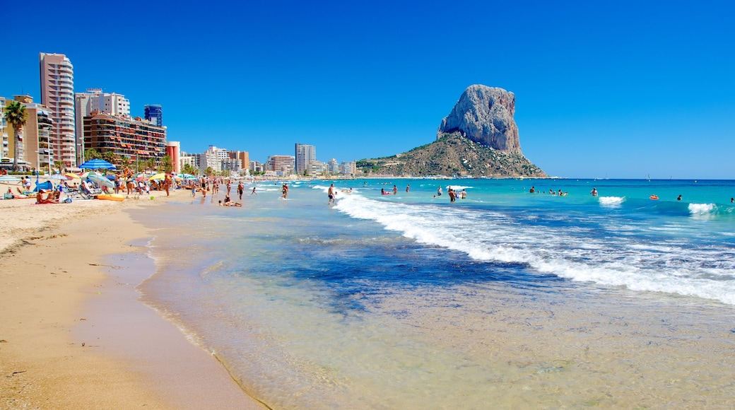 Calpe inclusief algemene kustgezichten, bergen en een strand