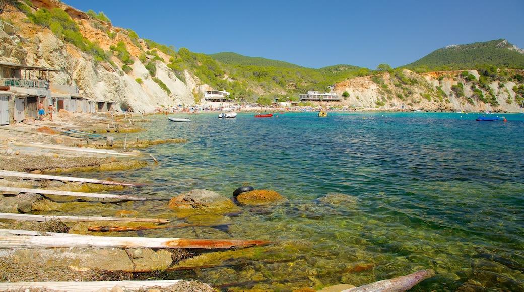 Spiaggia Cala d\'Hort che include vista del paesaggio, giro in barca e spiaggia di ciottoli